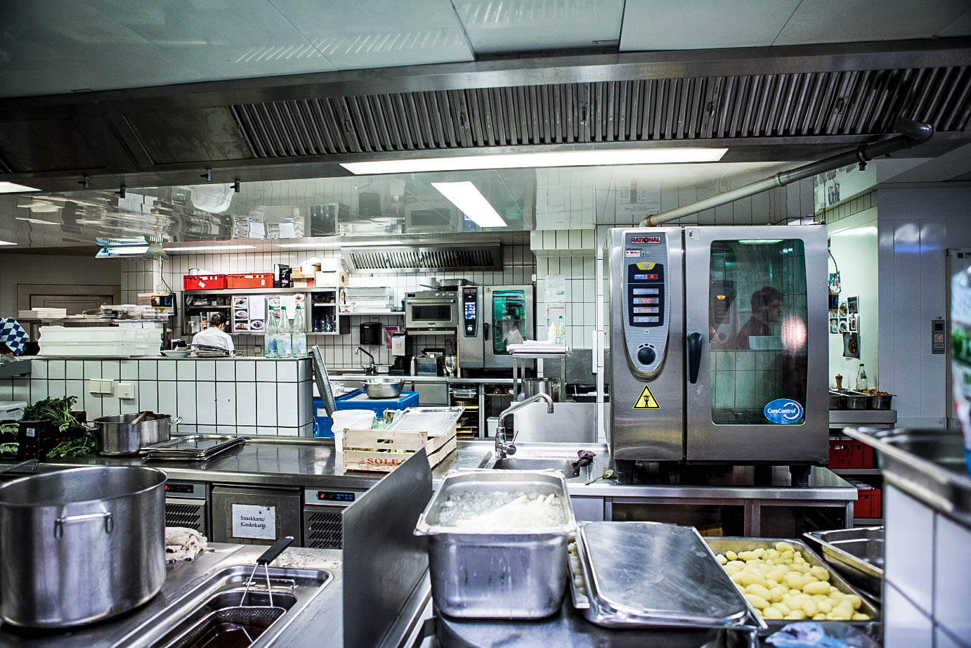 Full House Empty Kitchens About Skilled Staff Shortages In Restaurants