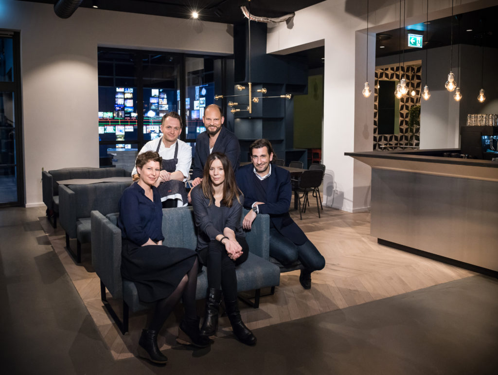 Data Kitchen Team: Tina Steffan (Art Direction) , Chef Alex Brosin, Cookie Heinz Gindullis, Christian Hamerle , Laura Rave (Architekt) / Image: Stefan Lucks
