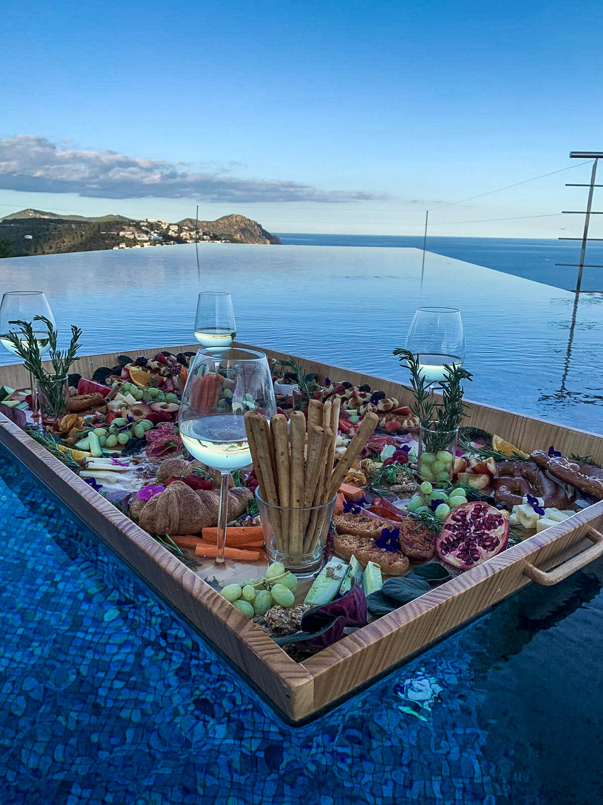 How does a floated picnic look like?