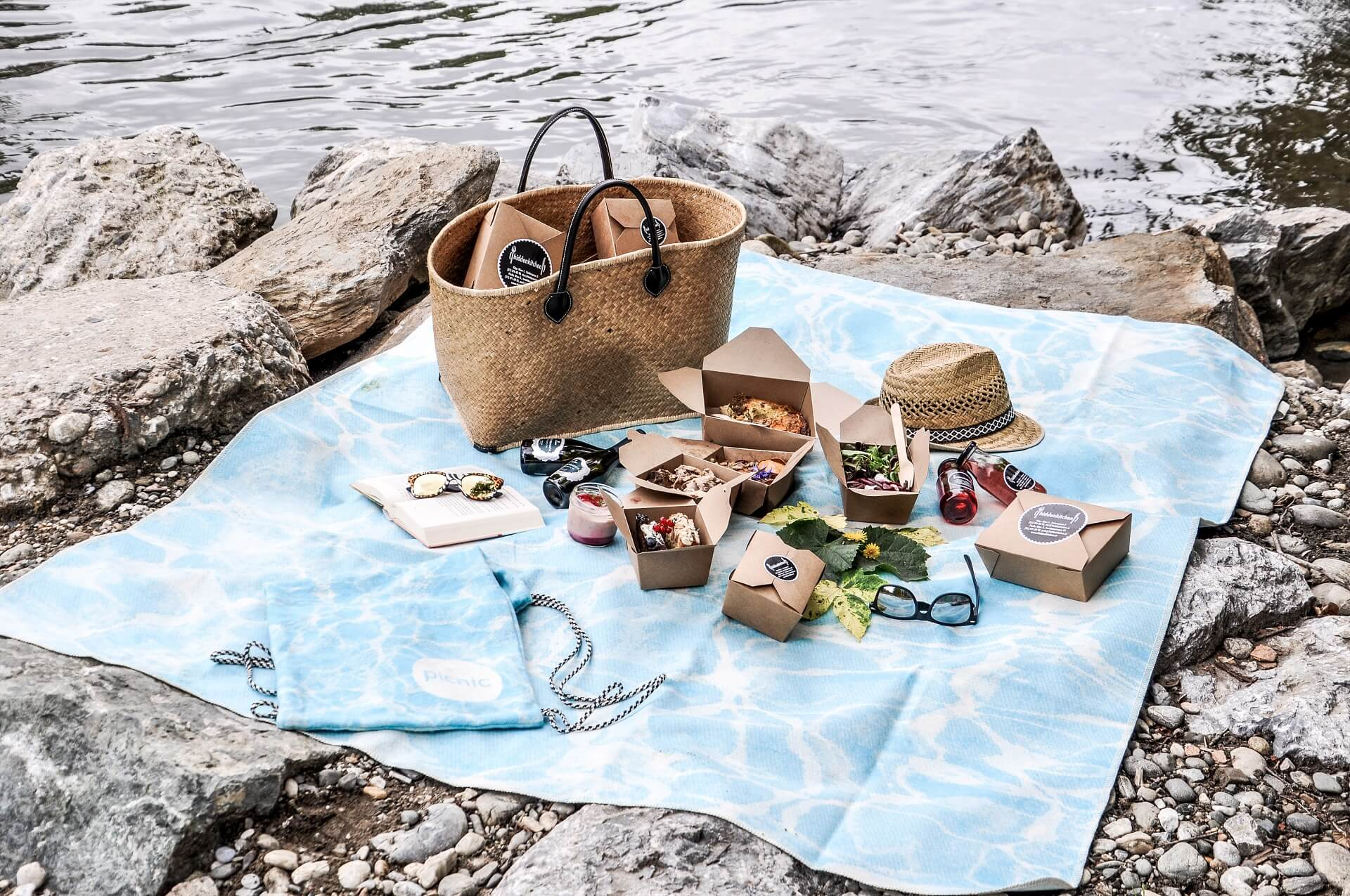 Where can I buy a fully packaged picnic basket?